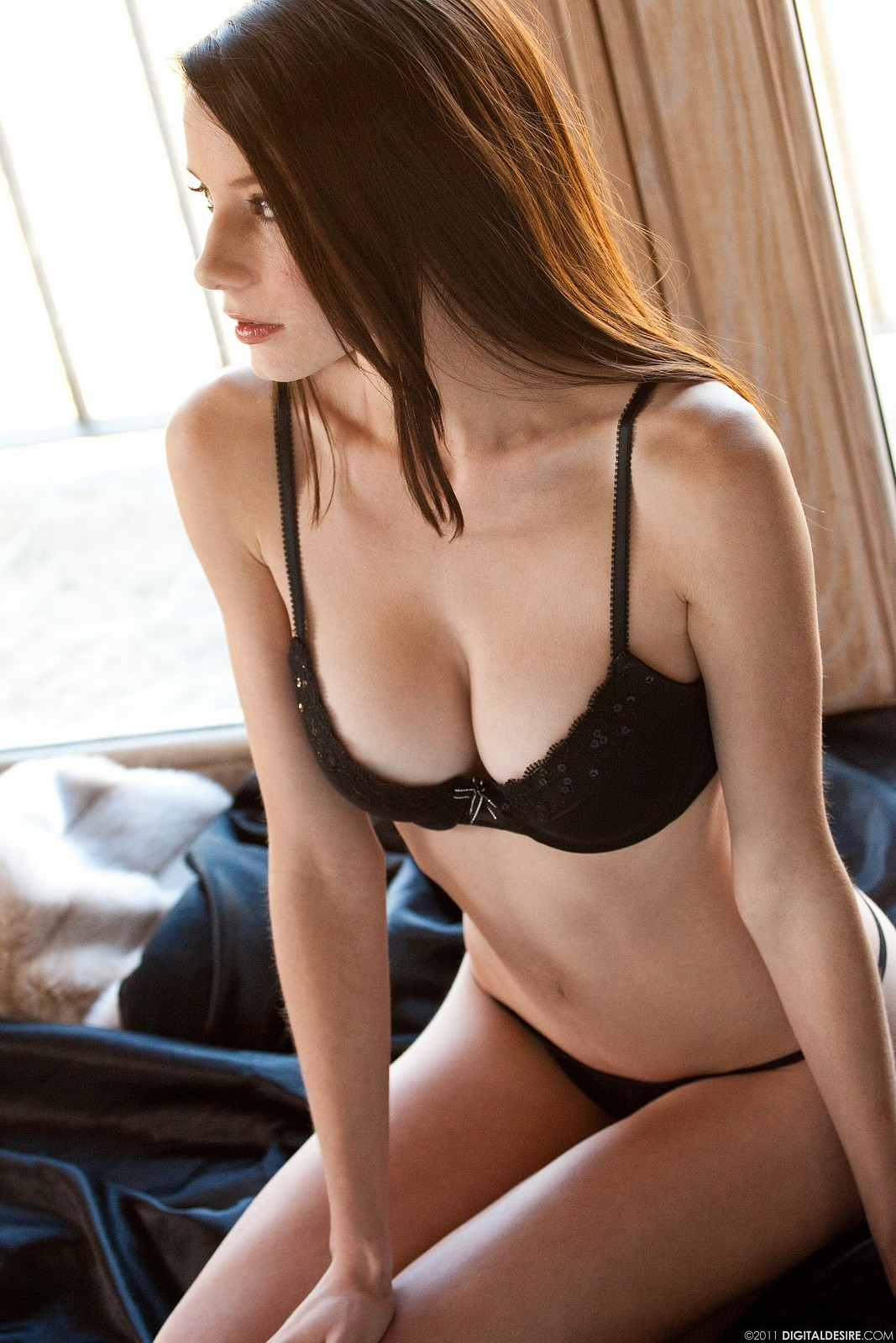 Фото девушек с большой грудью без нижнего белья 4 фотография