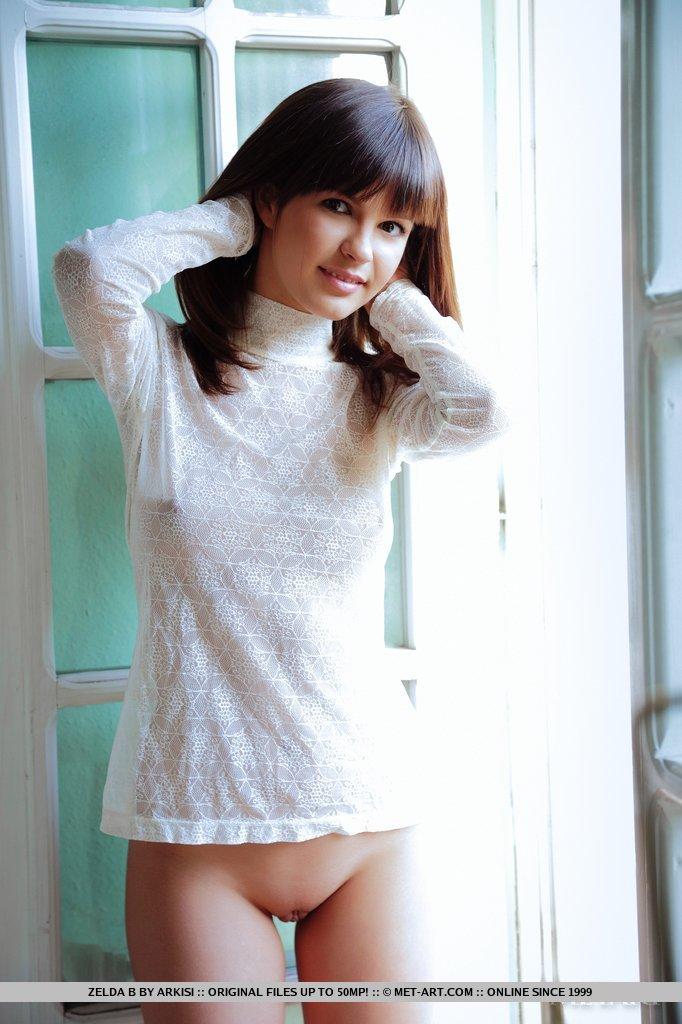 http://content.cdn.mpxgirls.com/382/95567/cfc13409218011306091da07a4cfd370/02.jpg